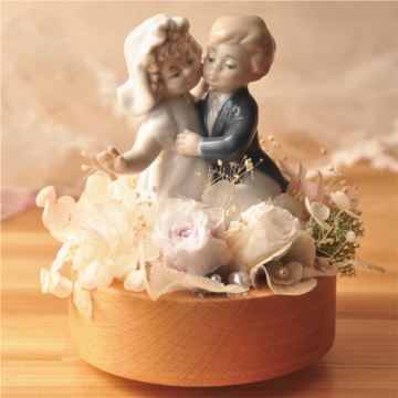 永生花男孩女孩跳舞旋转八音盒音乐盒创意结婚礼物送老婆男女生天空之城