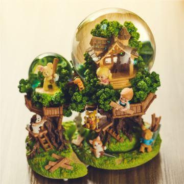 JARLL赞尔旋转自喷雪花带灯水晶球八音盒音乐盒创意生日礼物汤姆历险树屋