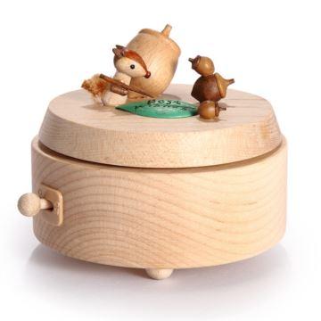 台湾Jeancard木质旋转松鼠栗子堆八音盒音乐盒创意生日礼物送男女生