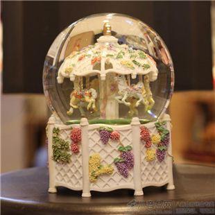 台湾万山大号旋转木马水晶球八音盒音乐盒创意送女生日圣诞节礼物精品
