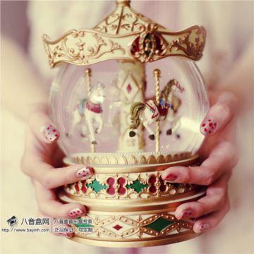 进口皇冠金色合金旋转木马水晶球八音盒音乐盒创意送女生日礼物精品