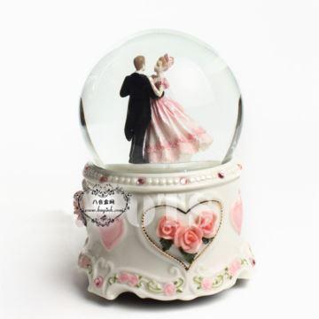 精品18音树脂婚礼水晶球八音盒音乐盒 创意七夕情人节 结婚季浪漫婚礼