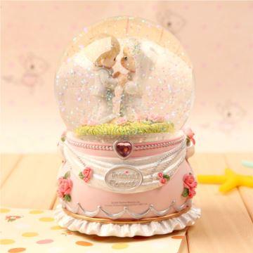 进口水滴娃娃旋转飘雪花水晶球音乐盒八音盒创意送女生日结婚庆礼物精品