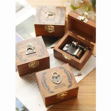 进口木质复古手摇八音盒音乐盒创意送女生日儿童特别礼物精品天空之城
