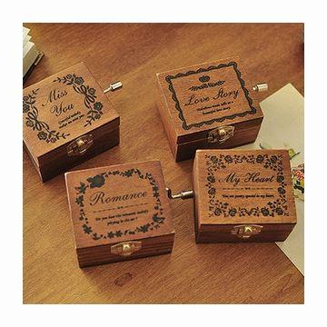 进口木质复古迷你手摇音乐盒八音盒创意送女生日特别礼物精品天空之城