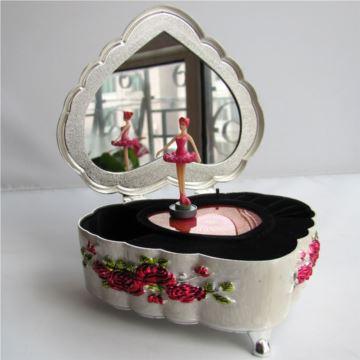 Sankyo18音金属跳舞芭蕾舞女孩音乐盒八音盒送女生日礼物创意礼品特别