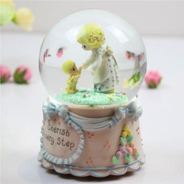 日本Sankyo发条式水晶球音乐盒旋转飘雪花八音盒送孩子生日特别礼物
