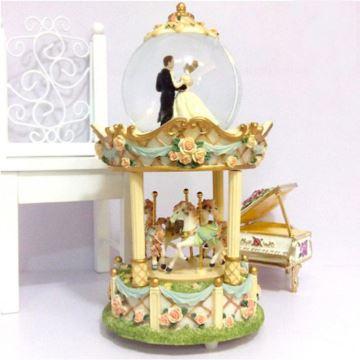 Sankyo正版树脂旋转木马水晶球音乐盒八音盒情人节结婚庆礼物品特别
