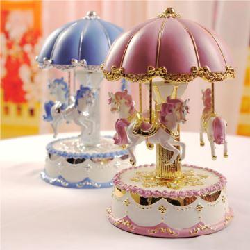 日本Sankyo七彩旋转木马八音盒音乐盒七夕情人节浪漫创意礼物摆件送男女朋友