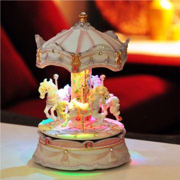 Sankyo树脂旋转声控发光镶宝石木马八音盒音乐七夕情人节浪漫特别礼物
