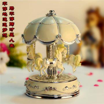 韵升树脂带灯发光旋转木马八音盒音乐盒送女友老婆生日结婚特别里物品