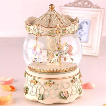 Sankyo18音树脂旋转木马雪花水晶球八音盒音乐盒送女生日礼物创意特别