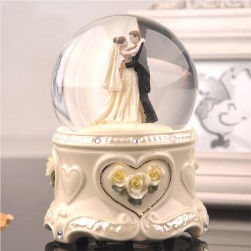 旋转带雪花陶瓷婚礼水晶球八音盒音乐盒结婚庆礼物情人节创意礼品