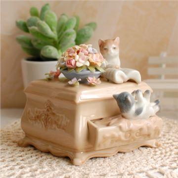高档陶瓷情侣猫咪八音盒音乐盒创意结婚礼物情人节礼品送男女友精品