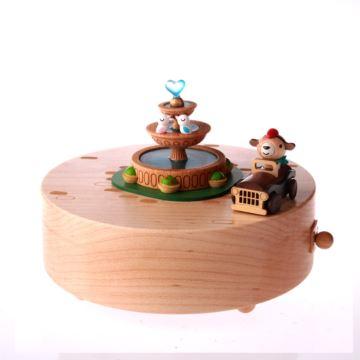 台湾正品jeancard木质爱的喷水池音乐盒小熊开车八音盒创意新年情人节礼物送生日女生
